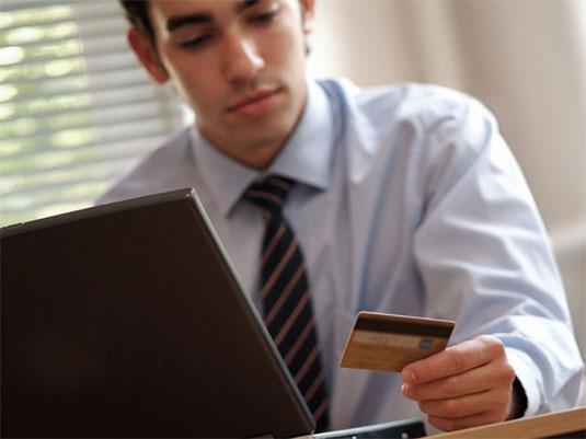 Man_Cyber_Monday_Online_Shopping
