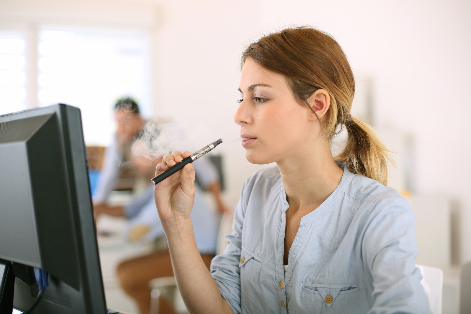 E-cigarettes Remain a Dilemma for Employers - Featured Image